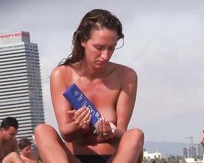 Moi et ma nouvelle femme sur la plage elle aime se donn e a la camera .!!!!!.