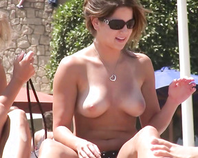 This cute italian woman was displaying her body in a spanish nude strand. Viva italia!.